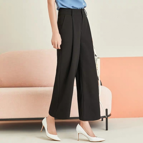 Spring and autumn trousers with high waist and wide legs make them slim