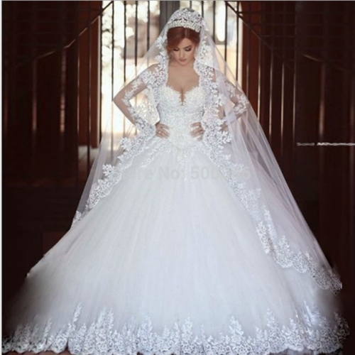Customization of new high-end wedding dress with manual nail beads and trailing wedding dress
