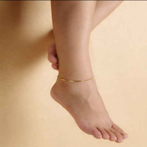 Simple and fashionable beach anklet