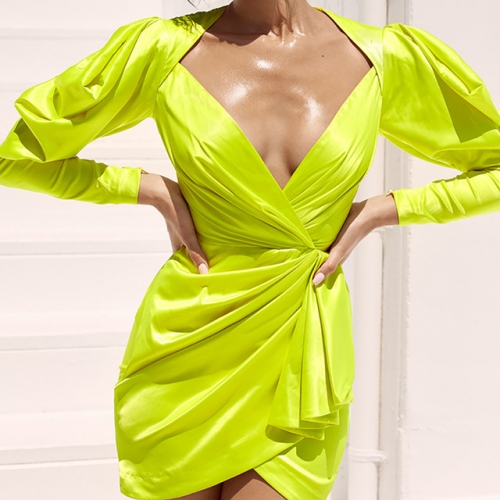 Fashionable women's dress with deep V irregular pleated buttocks dress with deep lantern sleeves 7984