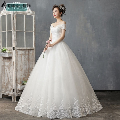 The new main wedding dress, the female wedding dress, the sexy wedding dress, the small wedding dress, the simple wedding dress.