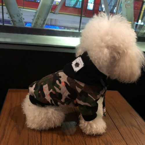 Camouflage dog clothes, sweaters, all-cotton Teddy than bears, Schnauzer, pet cats, puppies, puppies, spring and autumn clothes.