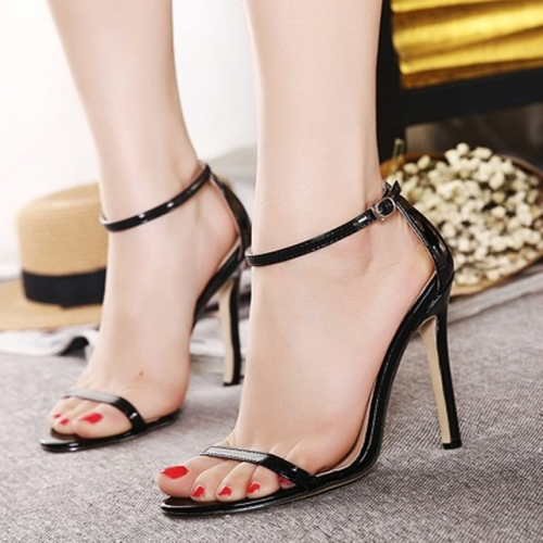 The new sexy summer high-heeled shoes with open-toed buckles show a trend of skinny and high-heeled sandals.