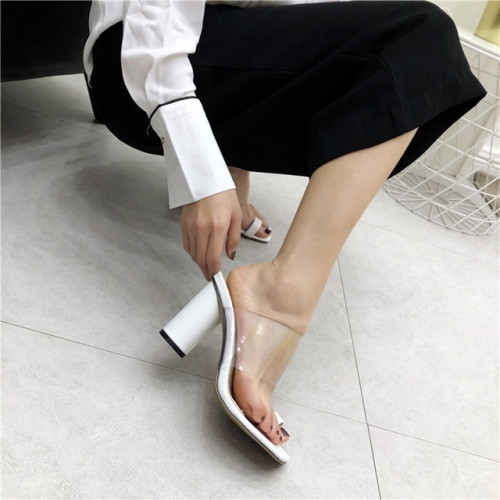 2018 summer new fashionable crystal high-heeled cover toe wearing transparent word with thick-heeled sandals